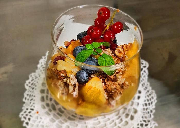 Crema di Mela con grani di mandorle e mirtilli al profumo di arancia